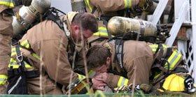 Cane Salvato dai Pompieri con Respirazione Bocca a Bocca